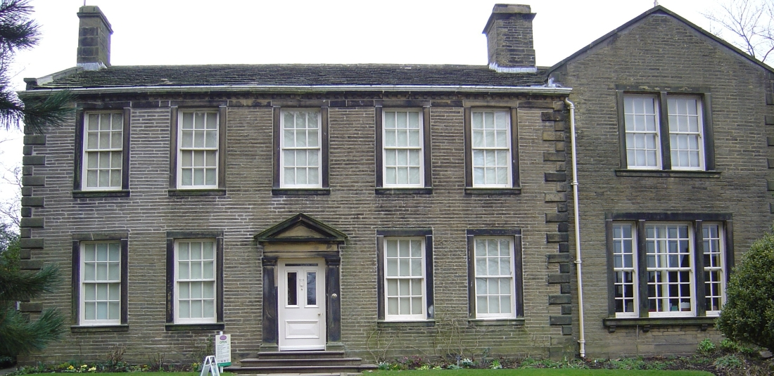 Bronte Parsonage Museum By SpaceMonkey at en.wikipedia - Transferred from en.wikipedia, Public Domain, https://commons.wikimedia.org/w/index.php?curid=5989245