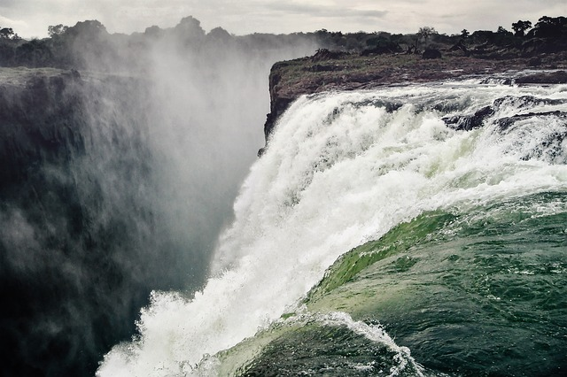 Victoria Falls (Image by Simon Matzinger from Pixabay)