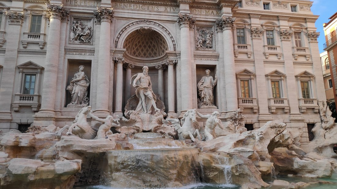 Trevi Fountain by Etai Chazan